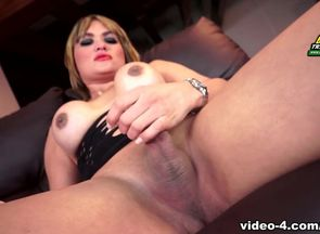 Huge-titted Beauty Bela Andrade -..