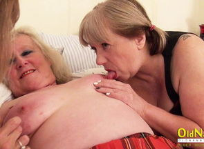 OldNannY Mature 3 way Lezzie Getting off