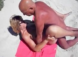 Beach Dogging MILF.mp4