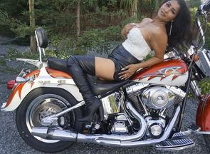 Fantastic Bhabi gets nude on Bike