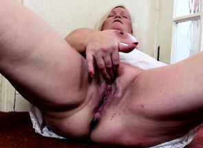 Blond Plumper delights herself