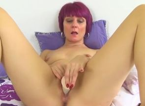 Mature penny Brooks spunking on her..