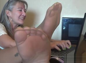 Office Drape n Taunt of Stocking Soles